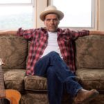 ACCLAIMED SINGER-SONGWRITER MIKE PLUME SIGNS WITH ROYALTY RECORDS